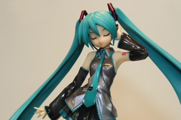 Miku figurine
